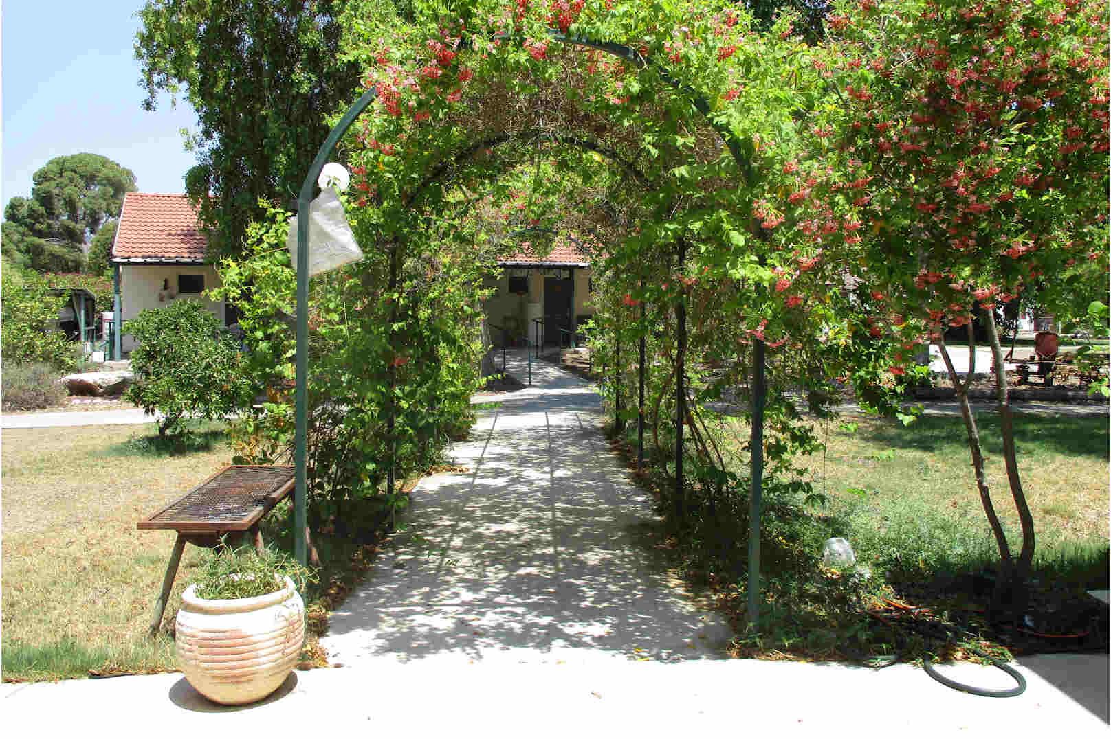 בית אבות סביון כניסה