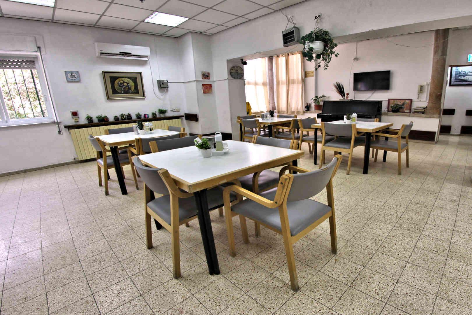 בית אליסיה חדר אוכל