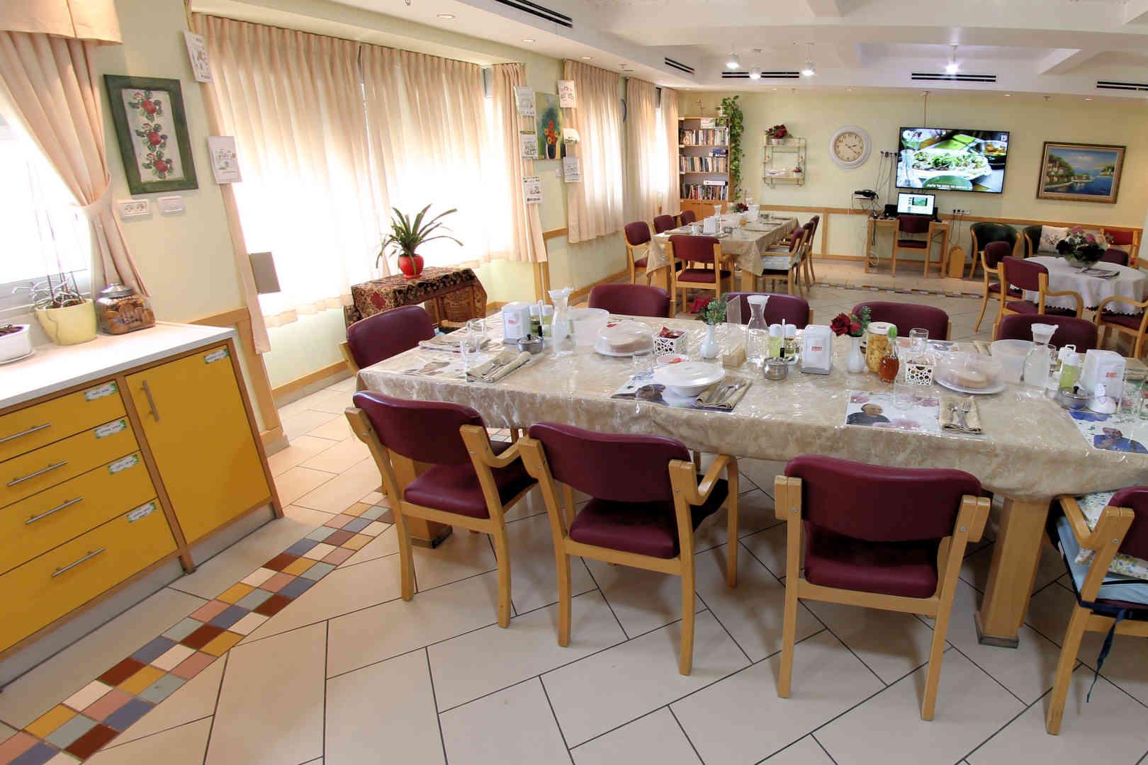 בית האבות הספרדי בית אברהם חדר אוכל