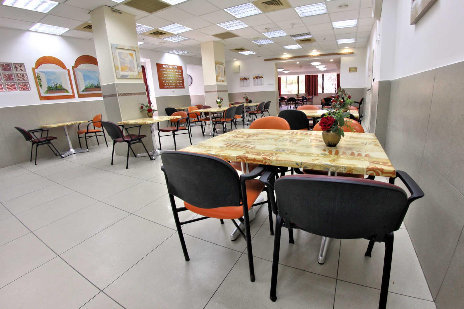 בית הורים בן יהודה בחיפה חדר אוכל
