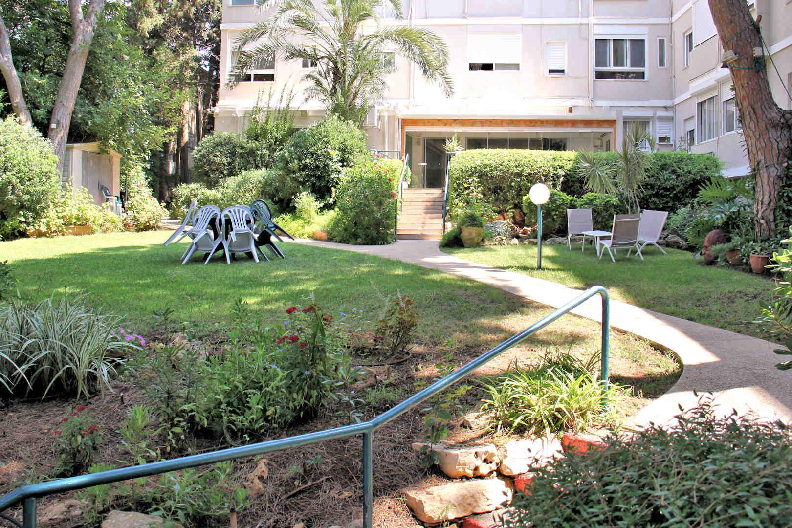 בית הורים רעות התשבי חצר