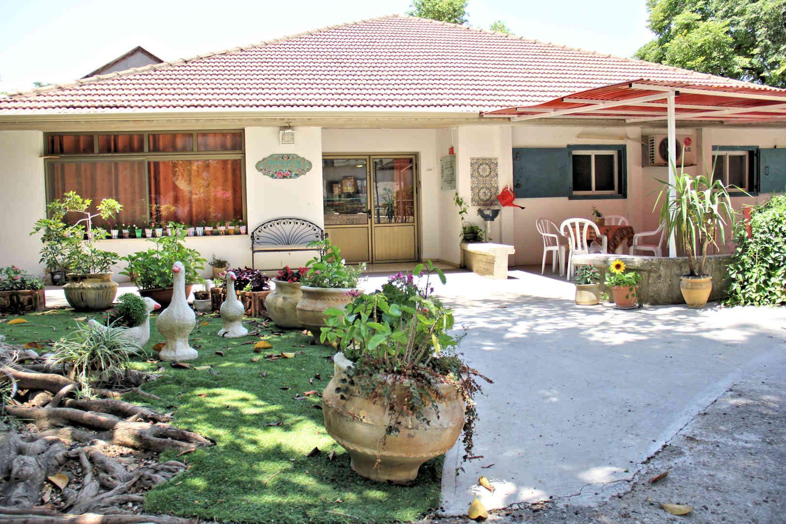 בית רחל חצר
