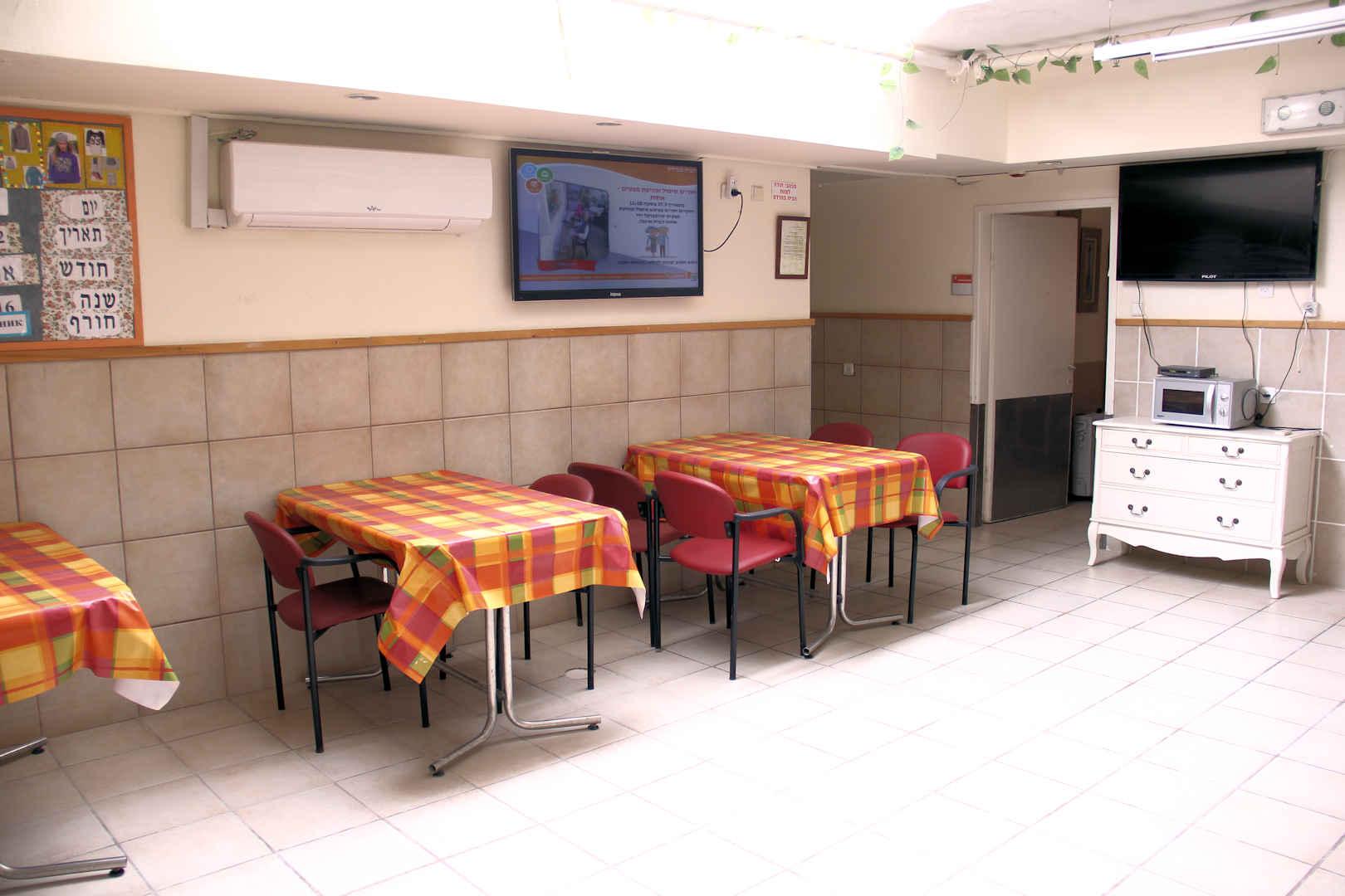 הבית בפרדס חדר אוכל