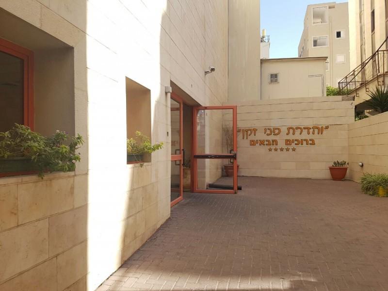 תפארת הורים (לשעבר והדרת פני זקן) – בית אבות בבני ברק כניסה